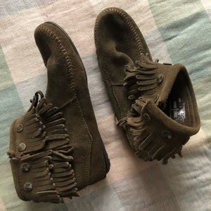 Minnetonka shoes army green with fringe
